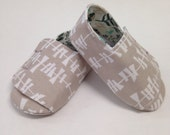 3-6 months White Geometric on Sand Flappy Baby Shoes - READY TO SHIP