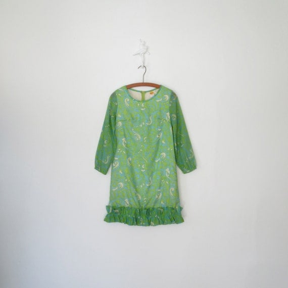 Vintage 60s Mini Dress * 1960s Green Gauze Shift Dress * Psychedelic Swirl * Small - Medium