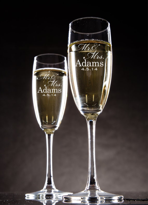 Personalized Champagne Flutes Champagne Glasses Bride and Groom Toasting Glasses Set of 2