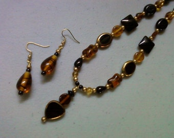 Black, Brown, Amber and Gold Necklace and Earrings (0930)
