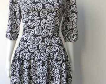 Vintage 1980s Black and White Sand Dollar Print Dress
