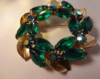 Vintage 1950s Christmas Wreath Brooch Beautiful Large Green Glass Wreath Brooch