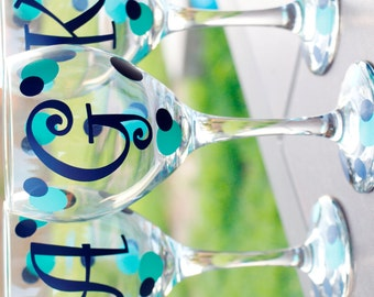 Personalized Wine Glass : Monogram Single Initial - Bridesmaid Gift - Gifts for Her - monogrammed wine glass - Bridal Party Gift