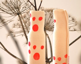 knitted bottle cover LETE with neon pink dots