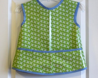 SALE 20% OFF Kids 6/7 Art Smock Art Apron in Green with Ninja Stars