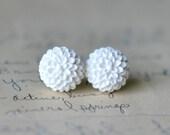 White Flower Earrings, mum flower, resin cabochon, white resin, resin flower, floral earrings, stud earrings, 15mm - Chrysanthemum