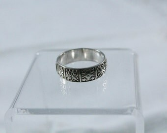 Nice 925 Sterling Silver Wide Band With Design Ring - Size 8