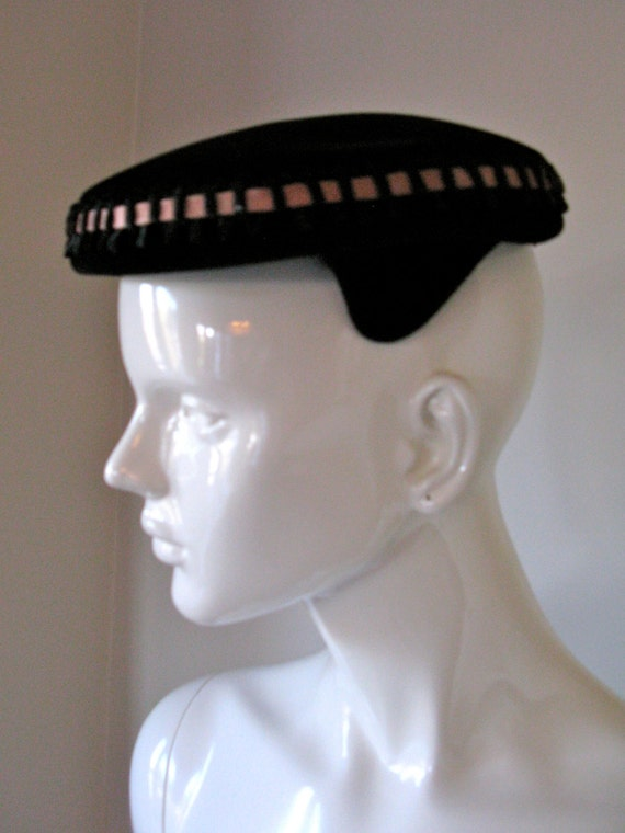 CLEARANCE Vintage 1940s-60s Hat Black Velvet Beret with Special Ribbon Detailing and Veil by Carol Made in Italy