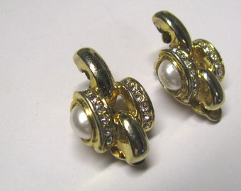 Vintage White Faux Pearl & Crystal Rhinestone Non Pierced Clip on Earrings In gold tone metal