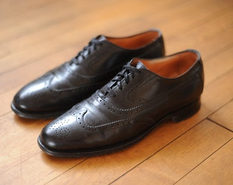 Vintage Brooks Brothers Black Leather Wingtip Dress Shoes, Made in England, Mens 7 1/2 - 8 Narrow  / ITEM055