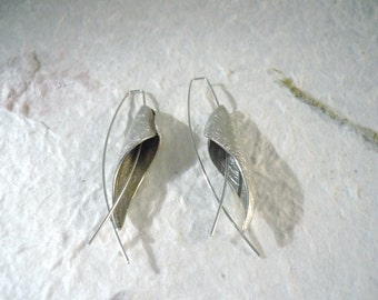 Paradis. Mobile Earrings silver pieces inspired by the Bird of Paradise flower