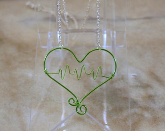 Green Heartbeat Wire Necklace