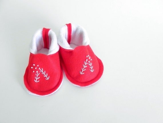BABY BOOTIES 1 Pair - Red with Berry Twig - New Baby Gift, Pregnancy Announcement - Size Newborn to 6 Months - Berry Twig