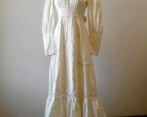Vintage Gunne Sax Dress / Casual Hippie Wedding Dress / Empire Waist / Gunny Sack / White Dress / Small