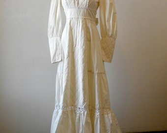 Vintage Gunne Sax Dress / Casual Hippie Wedding Dress / Empire Waist / Gunny Sack / White Dress / Small