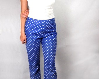 Blue cotton pants with white flower print size M vintage from 1960s // print slacks // straight leg // hipster