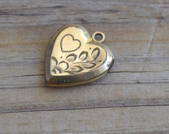 Lovely antique victorian / art nouveau / edwardian heart shaped 12k gold filled locket with floral rose design
