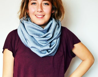 Women's circle scarf. Infinity scarf for women. Grey. Silver. Loop scarf. Tube scarf. Gift for her. Gift unter 50. Herring bone pattern.