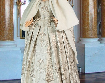 Renaissance Dress or Medieval Style Dress Handmade Sliver Renaissance Wedding Gown Queens Elizabeth Noble Costume No.118