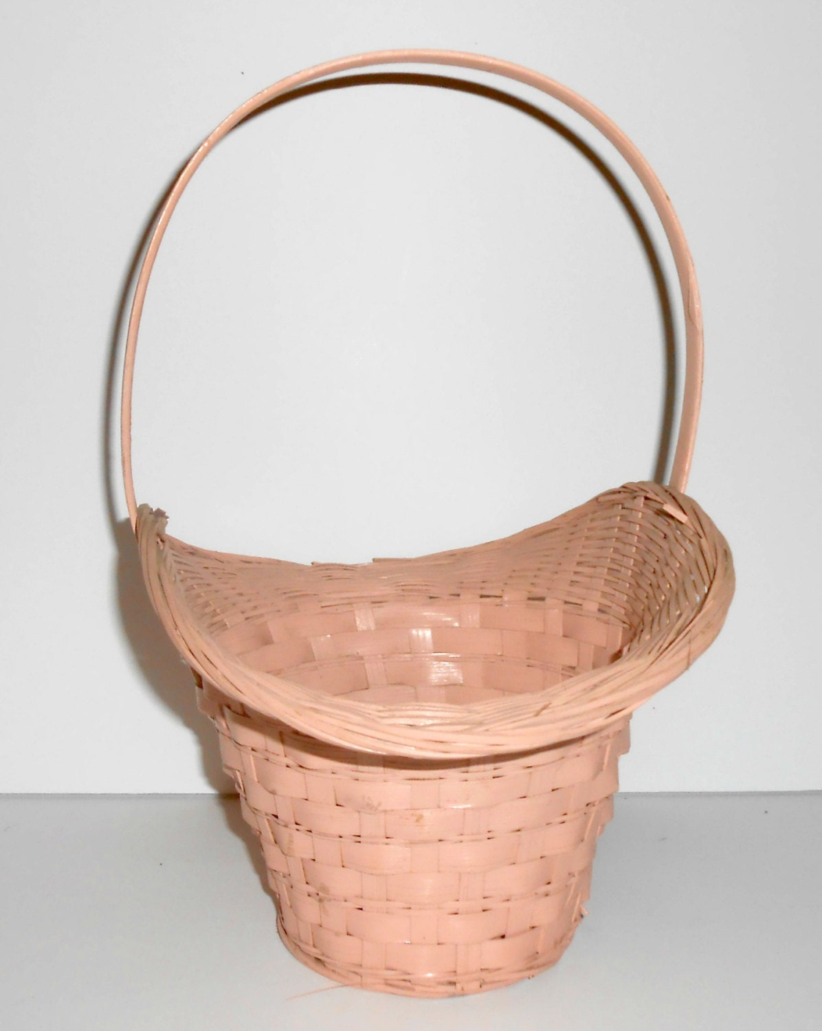 vintage wicker basket pink woven basket with handle wicker. Black Bedroom Furniture Sets. Home Design Ideas