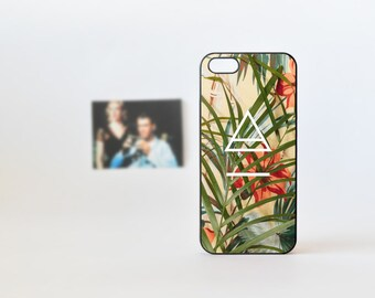 Bamboo iPhone 5 Case - Floral 4 iPhone Case - iPhone 5/5s Case - iPhone 4/4s Case - Flowers and Bambu with triangle Print iPhone Case