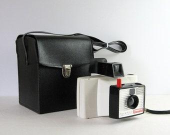 Vintage Polaroid Land Camera - Polaroid Swinger Model 20 Instant Camera Black Carry Case - Camera Equipment - Retro Photography Studio Decor
