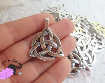 2 Charms pendants with Celtic Knot Triquetra 35x27 mm - Antique silver tone - SP76