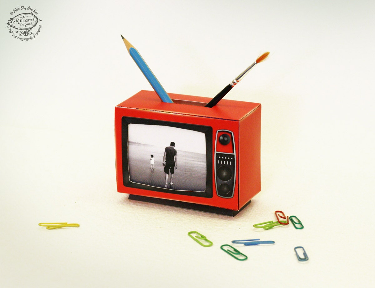 DIY Retro TV Photo Frame & Pen Holder Papercraft Cherry RED