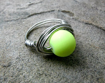 Chunky Neon Yellow Ring, Wire Wrapped Ring, Neon Ring, Bright Yellow Ring, Yellow Bead Ring, Wire Wrapped Jewelry Handmade, Chunky Ring