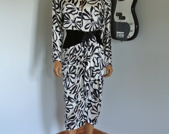 1980s Silk Dress White/Black with Velvet Drop Waist and Beading Shift / Small
