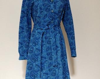 Vintage 1970's blue paisley house coat / house dress (Size 12 Aust / 8 USA/ 12 UK)