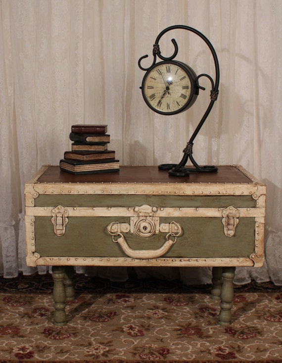 Shabby chic vintage trunk table in chateau by - Deco vintage chic ...