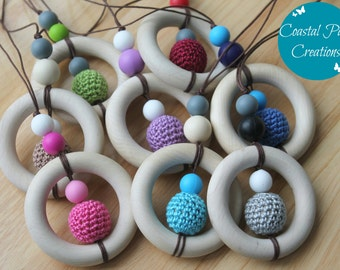 SATURN - Wooden teething ring, crochet, and silicone. Baby-friendly breastfeeding necklace. 8 colours available.