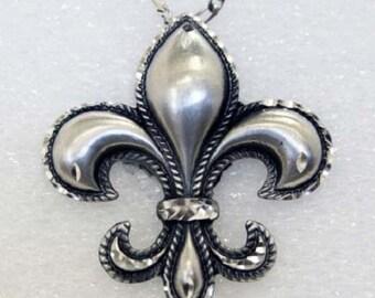 Pewter Silver Handmade Diamond Cut Fleur de Lis Vintage Necklace