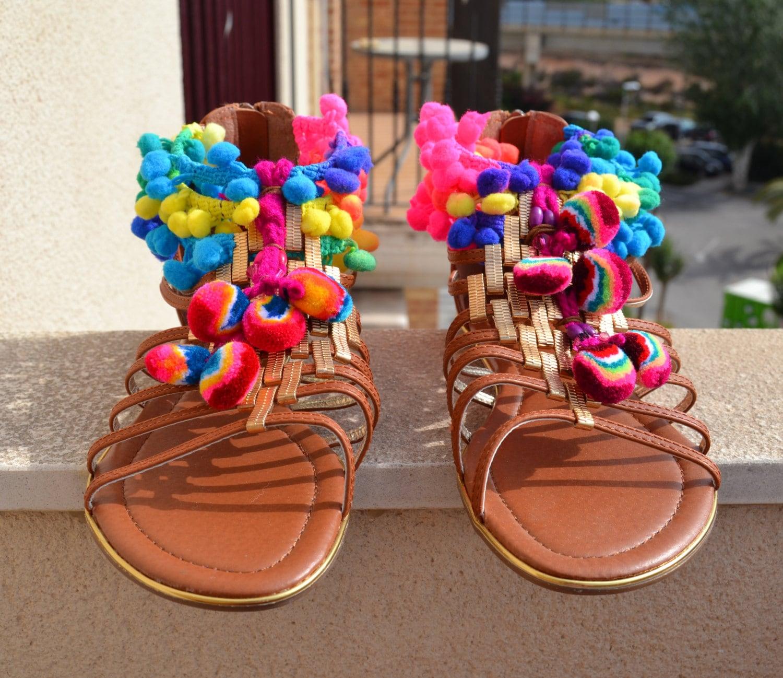 Pompon sandales sandales ethniques sandales de hippie - Sandales a pompons ...