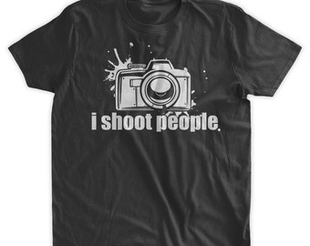 I Shoot People T-Shirt Funny photography T-shirt camera t-shirt Gifts for Photographers Picture Family Mens Ladies Womens Youth Kids T-shirt