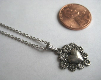 Sterling silver 925 Heart pendant necklace, great condition!