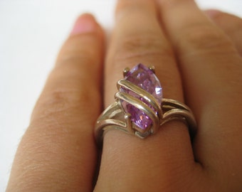 Purple CZ Vintage Sterling silver ring, size 7, Great condition!