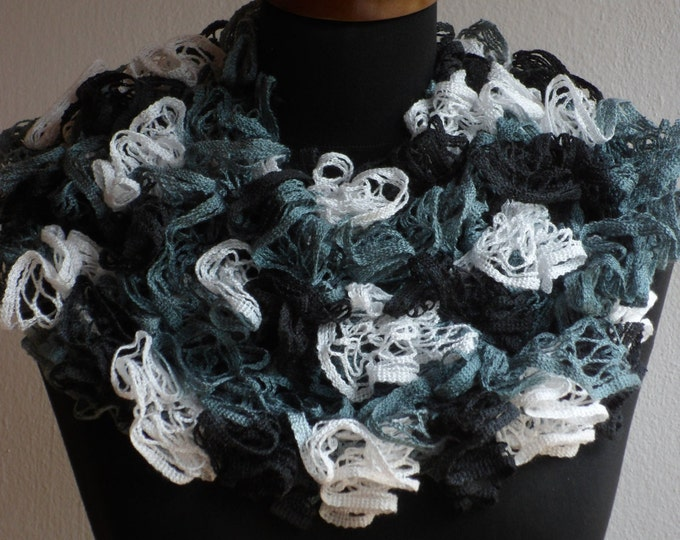 Ruffle scarf, Frilly scarf, Knitted scarf, Green white scarf, Fashion scarf, Mother's Day gift, Spring Accesories, READY TO SHIP