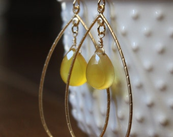 Yellow chalcedony and gold hoop frame earrings E27-GV11
