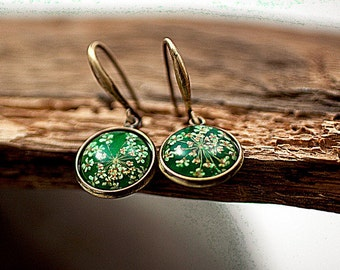 GRASS GREEN real flower earrings. Bronze, dangling earrings with queen anne's lace in grass green resin.