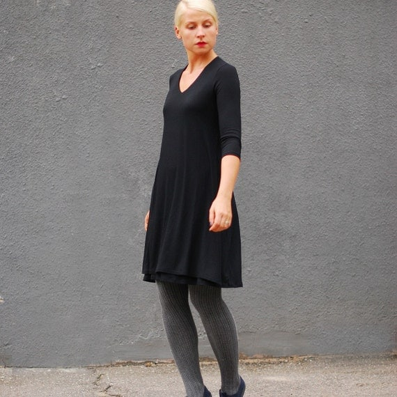 TRAPEZE NURSING DRESS / black colour / 3/4 length of sleeves for breastfeeding mothers or pregnant women / size M