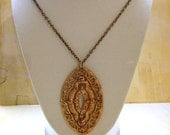 SALE Vintage 60's / 70's Beautiful ORNaTE Oval Goldtone Teardrop  JJ NeCKLaCE // Goldtone Chain // Free US Shipping
