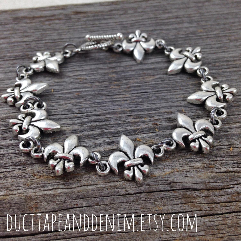 Fleur De Lis Charm Bracelet: Antiqued Silver Fleur De Lis Bracelet Toggle Clasp