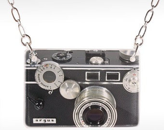 Argus Camera Necklace - Camera Jewelry, old camera, 50s camera, film necklace, camera pendant, photo necklace, photo jewelry