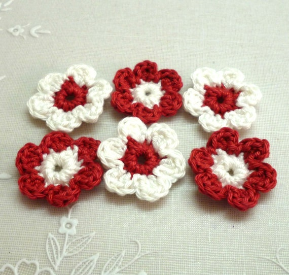 Supplies Handmade applique CROCHETED FLOWERS  in red and white by Artefyk