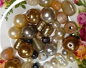 Vintage shabby white bead mix   mixed lot  drw325  quantity:  42 white silver gold