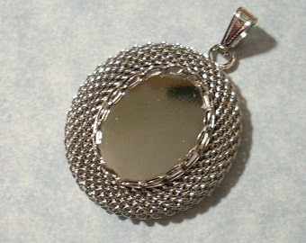 Vintage Oval Mesh Pendant with 18mm x 13mm Cabochon Setting