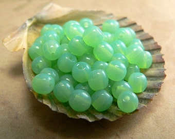 Jade Czech Glass Beads Smooth Round Druk Milky Green Opal 4mm (50)