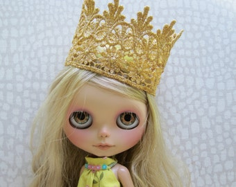 Blythe Lace Gold Crown